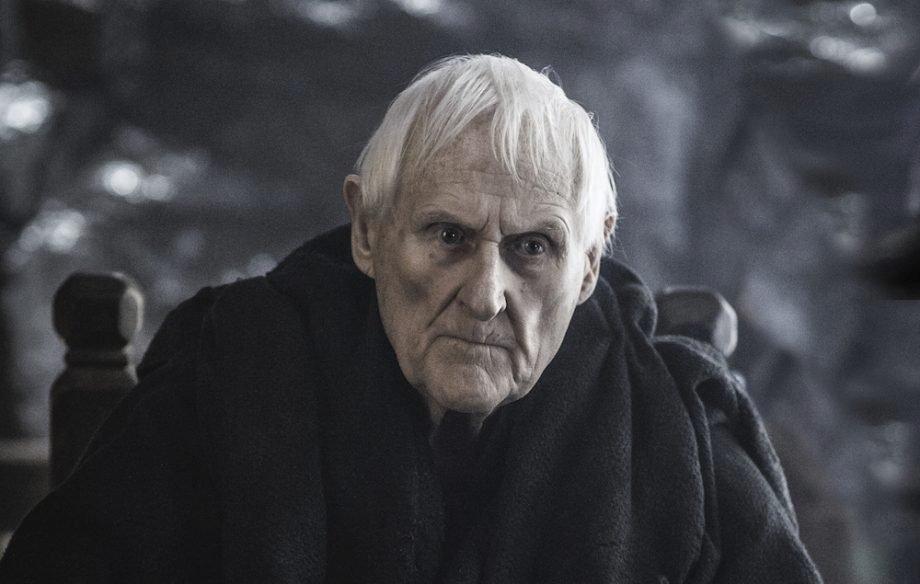Mistr Aemon. Člen rodu Targaryenů, prastrýc Daenerys (strýc Šíleného krále)