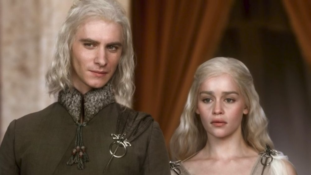 Daenerys a její bratr Viserys, kterého zabil Khal Drogo rozžhaveným zlatem