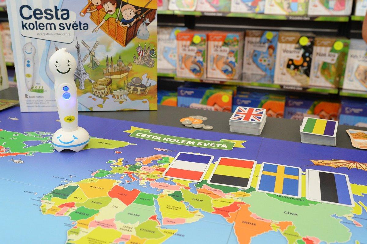 Cesta kolem světa. Cena: 699 Kč. Při geografické hře se děti dozvědí zajímavosti o státech z celého světa. Jejich pozornost upoutá elektronická mluvicí tužka, která reaguje na mapy a hrací kartičky.
