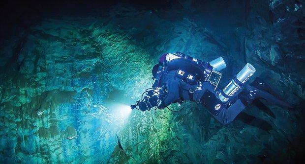 Hranická propast: 404 metrů pod hladinou