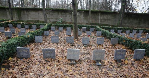 Hroby účastníků protikomunistického odboje na hřbitově v Ďáblicích.
