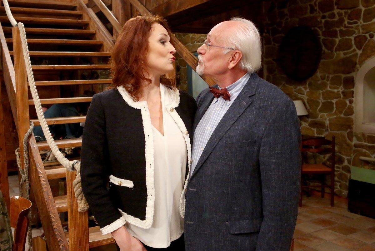 Seriálový doktor Vacek zahořel láskou k mladé Dianě.