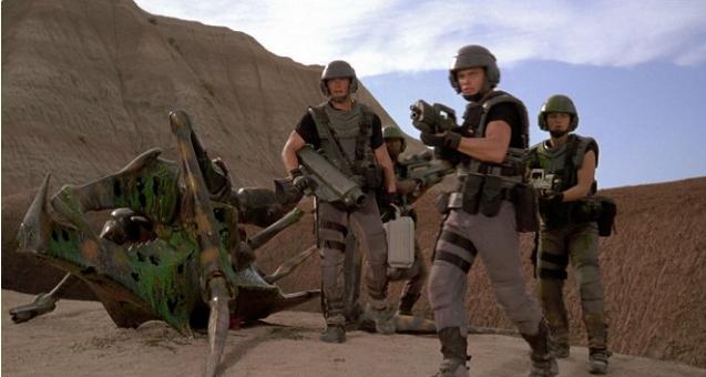 Hvězdná pěchota: Nejchytřejší satira 90. let a krvavý sci-fi nářez k tomu
