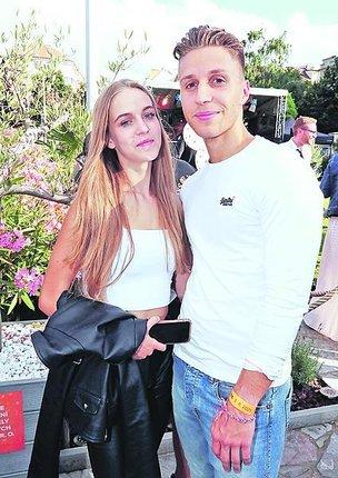 Srpen 2021: Amelie s přítelem Sebastianem.