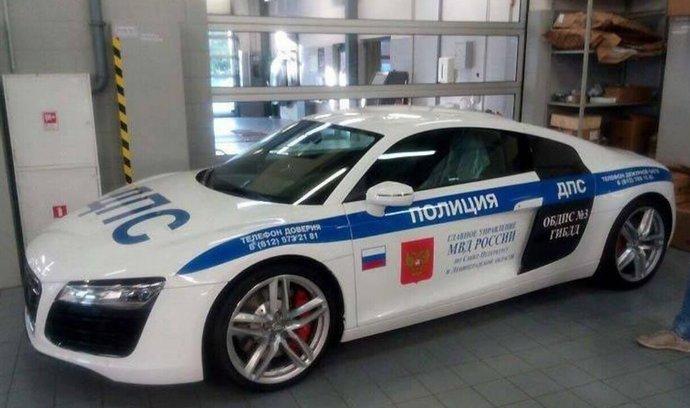 I v Rusku nakupuje policie drahá auta. Pomáhat a chránit bude Audi R8