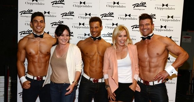 Shannen a Jennie zapózovaly i s ostatními striptéry