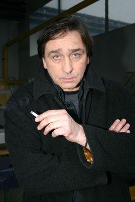 K Ondřeji Pavelkovi patří už dlouhá léta i nezbytná cigareta.