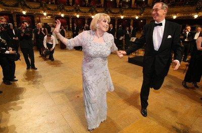 Michèle Mercier to rozjela na parketu hned při prvním tanci. Bylo to spíš ale prapodivné pohupování, tanec věru velmi originální.