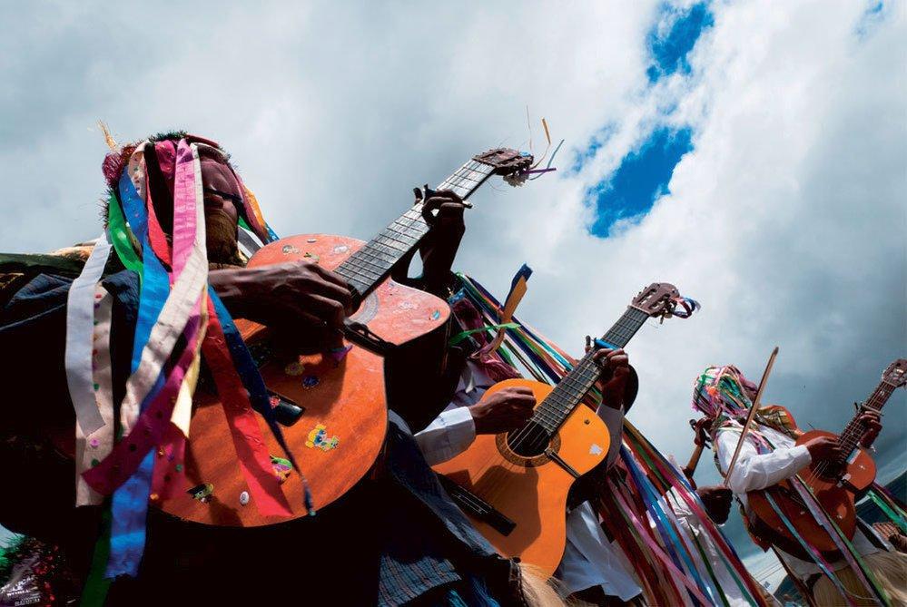 """Inti Raymi, v kečuánštině """"slavnost slunce"""", je prastarý náboženský rituál konaný v regionech obývaných indiány jihoamerických And, zejména pak v Ekvádoru a Peru."""