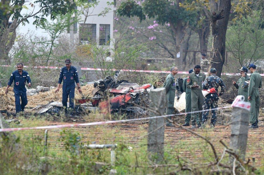 Po srážce dvou stíhaček zemřel jeden pilot