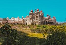 Indické město Maisúr: Centrum oslav hinduistického svátku dašahra zdobí impozantní…