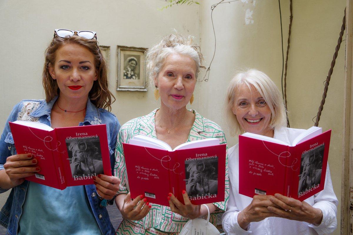 Křest nové knihy Ireny Obermannové: Autorka knihy s Veronikou Žilkovou a Agátou Hanychovou