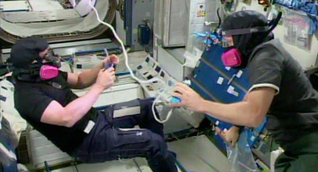 Nervy ve vesmíru: Na ISS unikl čpavek!