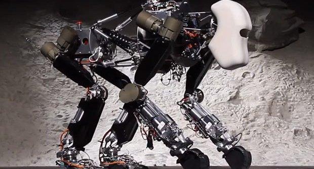 Robot vopičák si poradí sám i na Měsíci