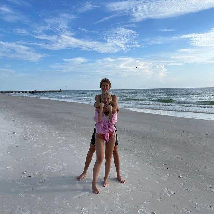 Ivana se Sebastianem si užívali sluníčka na pláži...