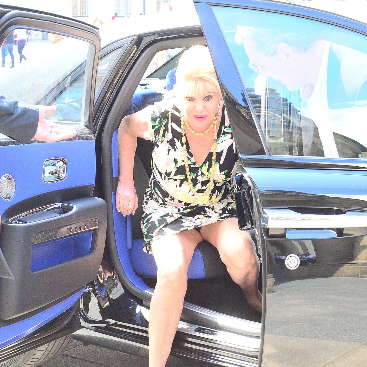 Ivana Trump měla při výlezu velké problémy.