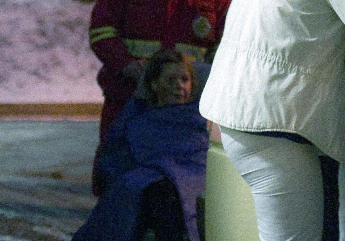 Po vyšetření na neurologii byla Iveta sanitkou převezena do jiného pavilonu na internu. Měla poraněný obličej.