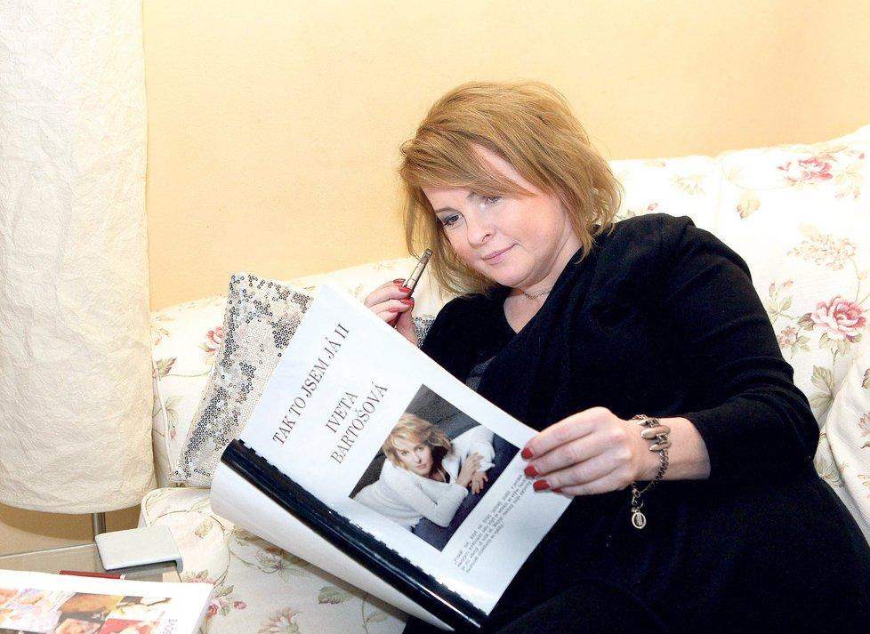 Iveta Bartošová se dala na psaní.