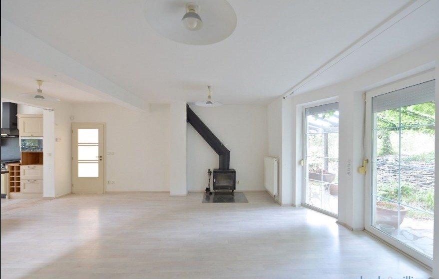 Fotografie realitní kanceláře, která dům Ivety Bartošové prodává.