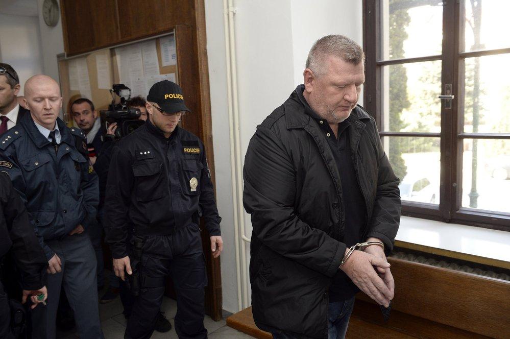Ivo Rittig s pouty na rukou: Žalobci se obávali, že by mohl v průběhu vyšetřování kauzy jízdenek v DPP Praha odjet ze země