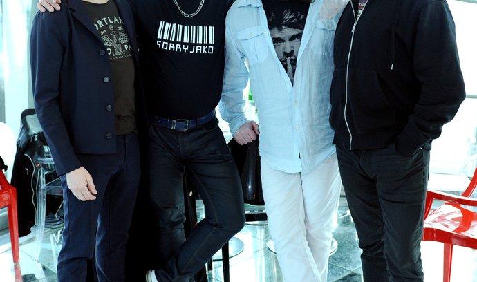 bezohledně upřímní. Nové album J.A.R. (na snímku zleva Dan Bárta, Michael Viktořík, Roman Holý a Oto Klempíř) komentuje svět kolem svelkým nadhledem