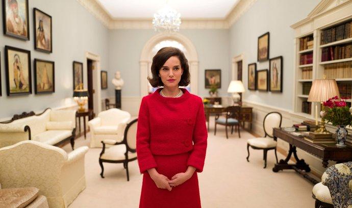 Ikona. Intimní portrét Jackie Kennedyové (Natalie Portmanová) se soustředí nadny poatentátu naJFK.