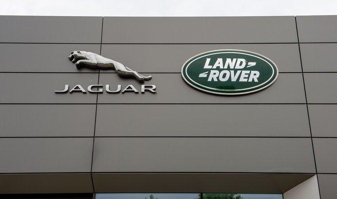 Továrna Jaguar Land Rover na jihu Slovenska přeruší výrobu kvůli nedostatku polovodičů.