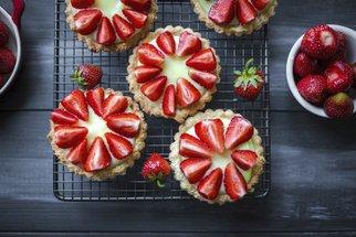 Jahodová bublanina, koláč i muffiny. Ty nejlepší letní recepty z jahod