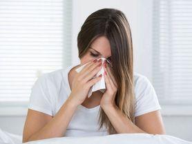 Jak se rychle zbavit rýmy? Papírový kapesník použijte jen jednou, napařujte a pijte