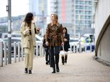 Jaké boty vzít k trendy džínům? 9 kombinací, které vás nezradí