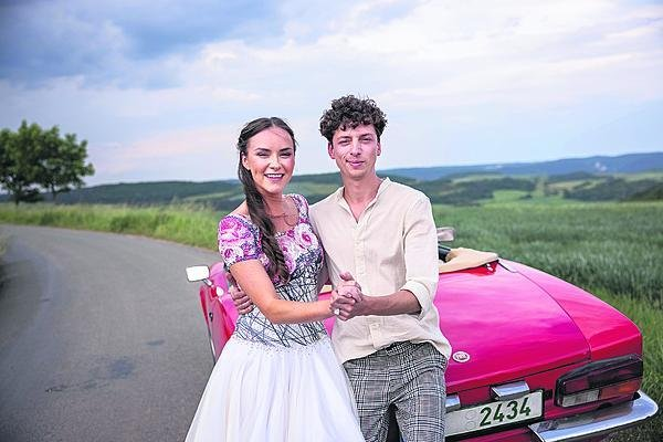 Podle Honzy jsou s Adrianou jako dva mladí svatebčané.
