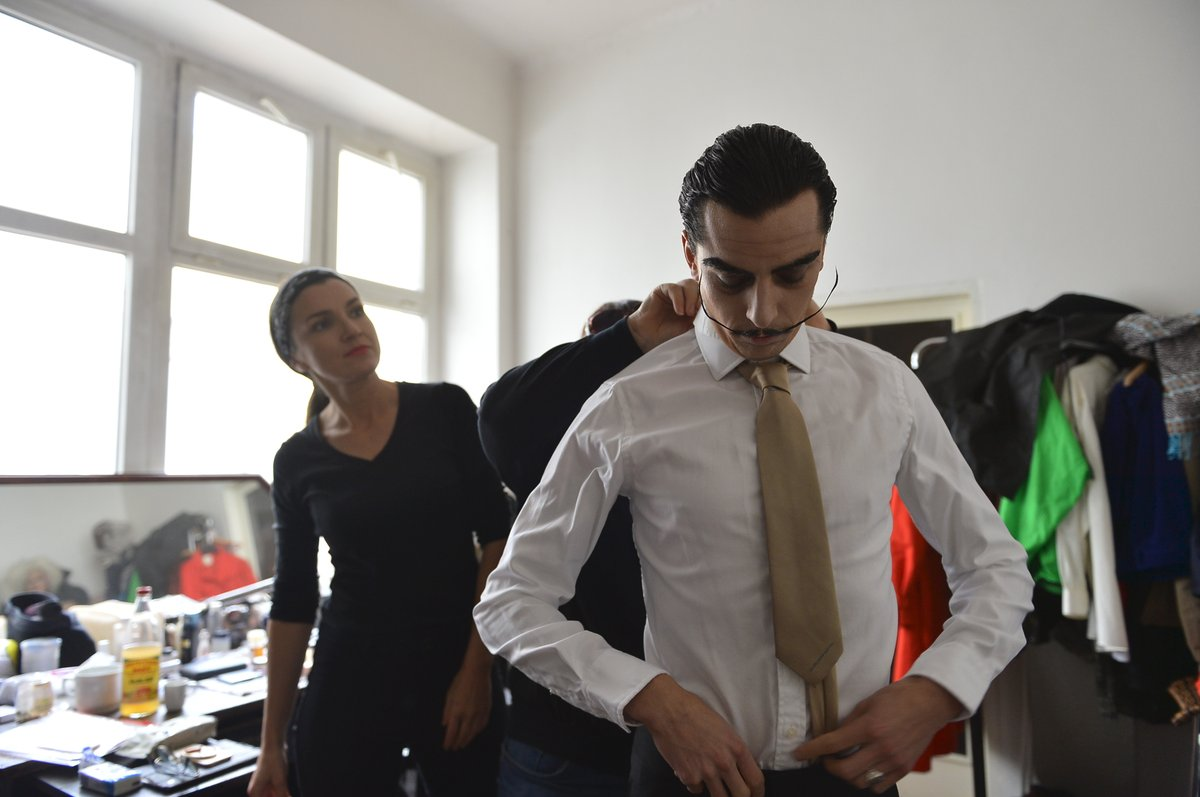 Takhle se Jan Cina měnil v malíře Salvadora Dalího.