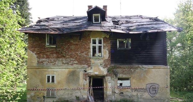 Pohled na současný areál Jánských Koupelí téměř po 30 letech chátrání je opravdu žalostný.