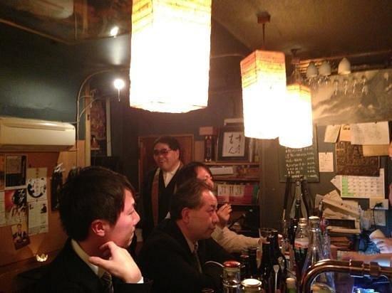 Ve čtvrti Shinjuku najdete bar, který se pyšní opravdovou raritou. Ve Vowz, jak se podnik jmenuje, za pípou nepotkáte obyčejného barmana, ale budhistického mnicha.