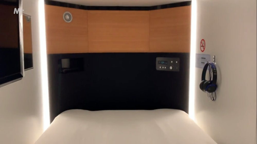 V některých kapslových hotelích je i více místa a dokonce i televize