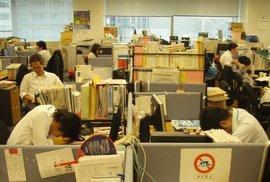 Japonský fenomén inemuri: Spaní v práci, na veřejných místech či v MHD dovoleno