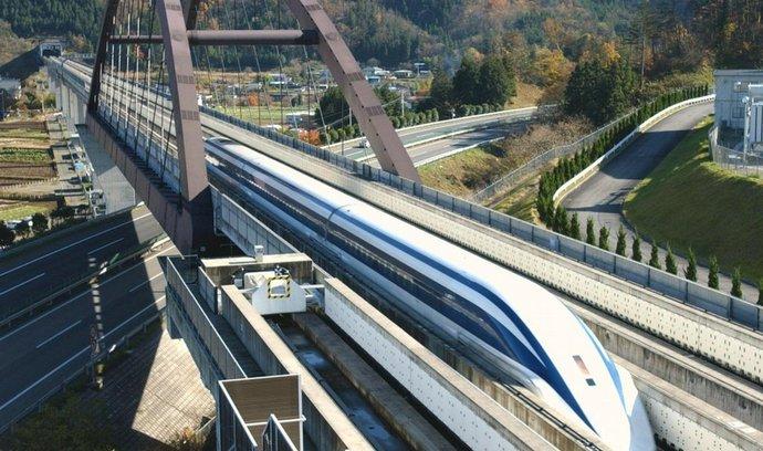 Japonský rychlovlak překonal rekord, jel 590 km v hodině