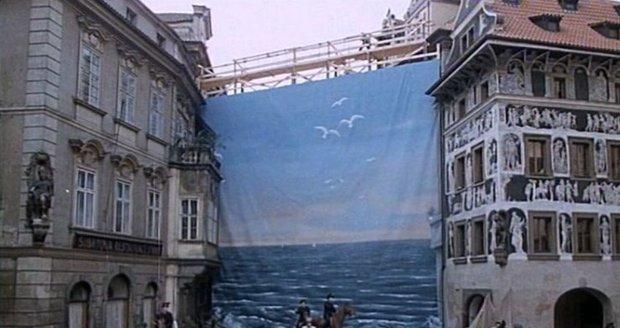 Moře oslňovalo Pražany jen pár minut ve filmu Jára Cimrman spící.