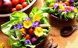 Neobvyklé menu: vylepšete si jídelníček jarními kvítky