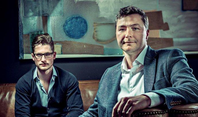 Jeden z pětice mužů Mitonu Ondřej Raška (vpravo, 36 let) investoval do mladého finančníka Michala Šmídy (26), aby vytvořili službu Twisto.