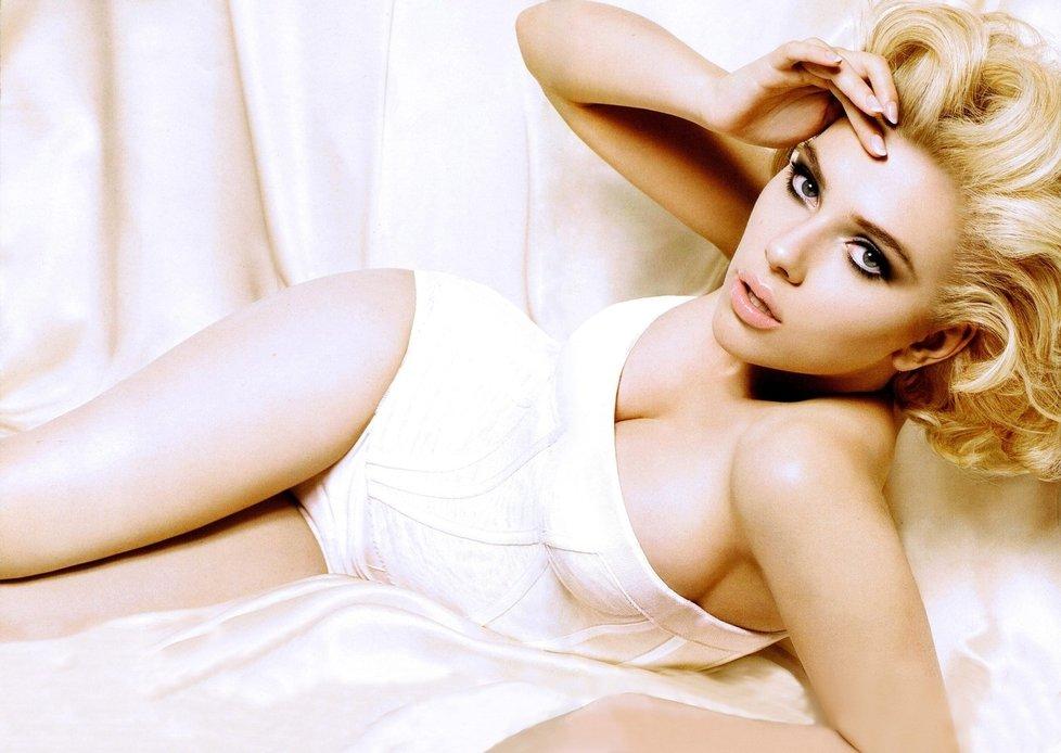 Zdálo by se, že Scarlett Johansson je neodolatelně krásná žena.