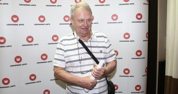 Režisér Jiří Adamec zkrátil vlasy a přestal se barvit