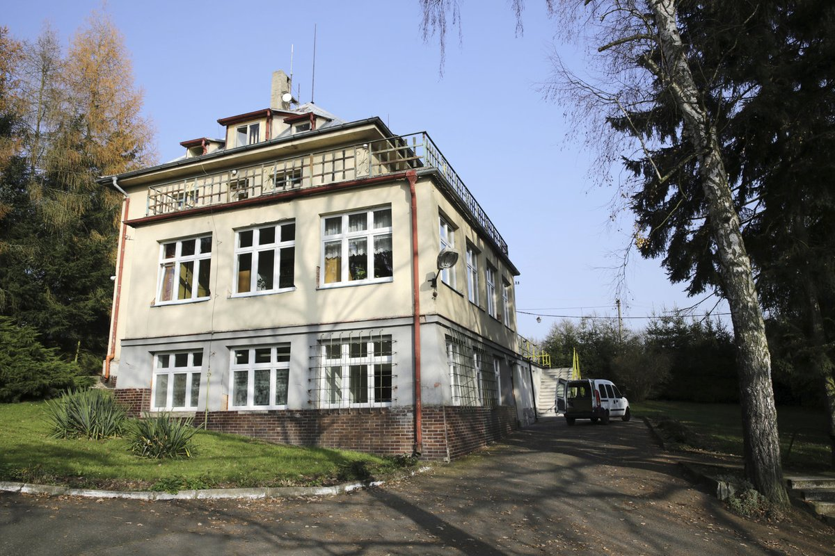 Domov Hačka - tady žil bratr Petra Jandy.