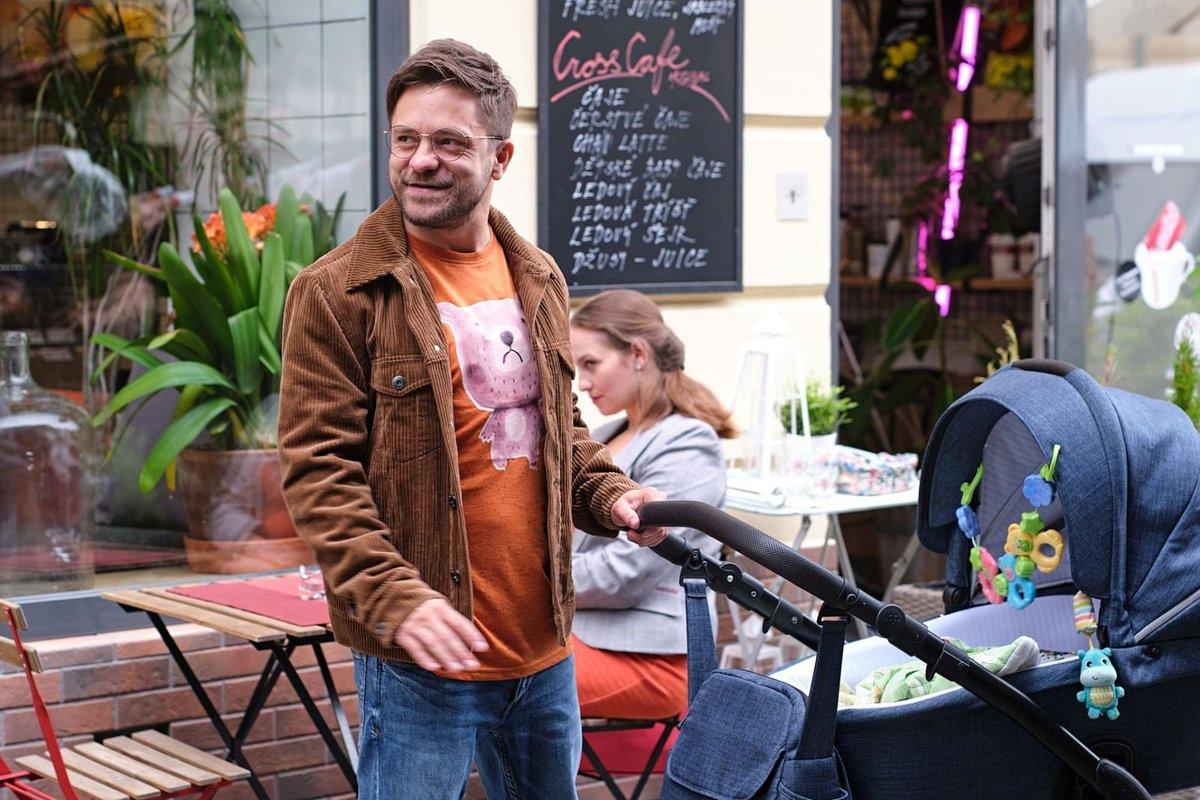 Jirka Mádl hraje otce na mateřské dovolené.