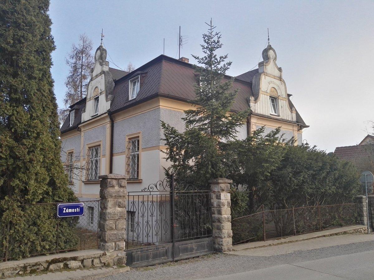 Vila v Malenicích
