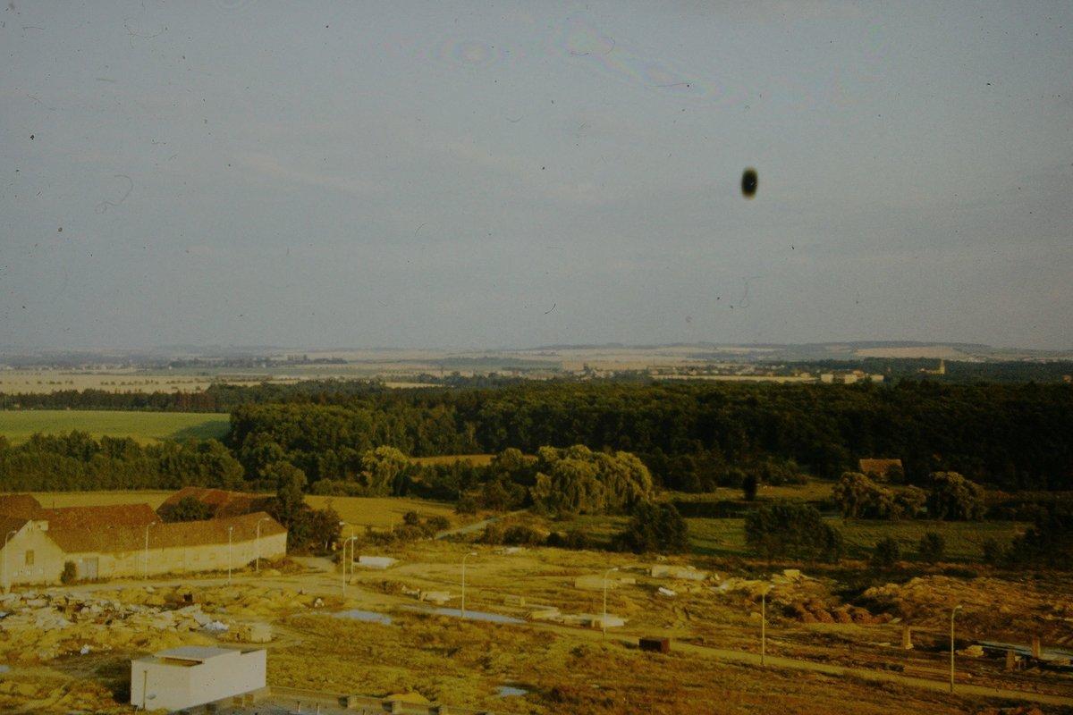 V roce 1976 měl pan Lukavec z balkonu výhled na přírodu a Milíčovský statek.
