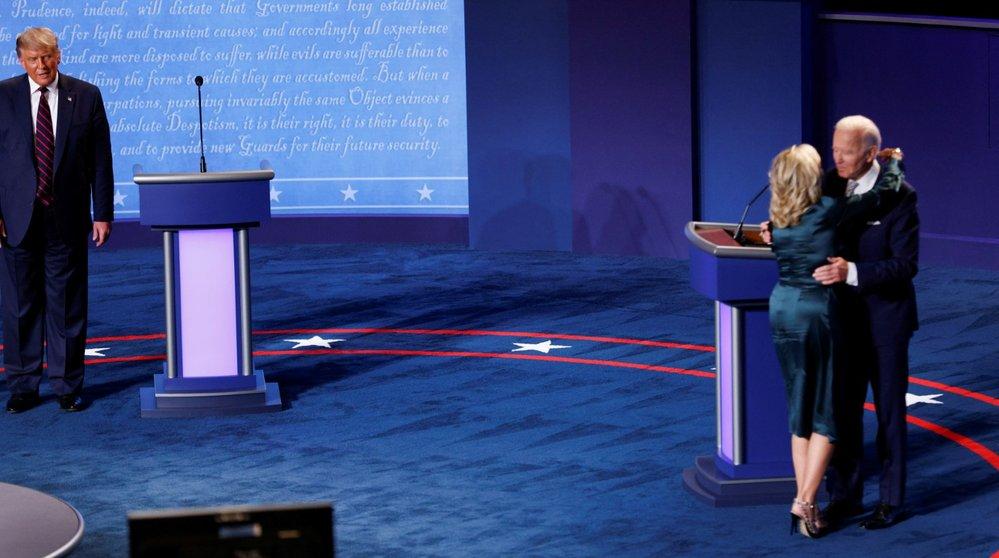 První debata kandidátů před americkými prezidentskými volbami: Joe Biden s manželkou Jill
