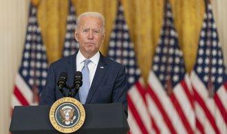 """Biden recibe críticas por una """"descarga desordenada"""" de Afganistán.  Trump lo reprende por debilidad"""