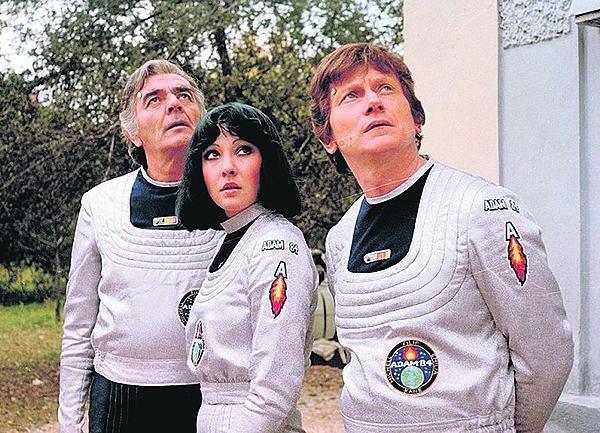 Ve slavném sci-fi seriálu Návštěvníci.