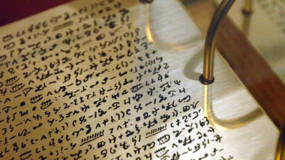 Smith na kopci Kumora objevil nové evangelium psané starověkým písmem